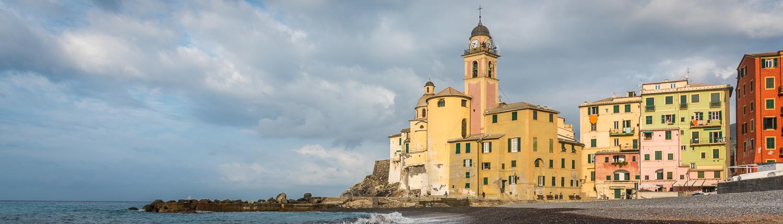 Wanderreisen in Ligurien: Morgenstimmung in Camogli am Meer vor dem Aufbruch zu einer Wanderreise.