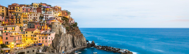 Italien, gefuehrte Wanderreisen in den Cinque Terre, Manarola im Abendlicht