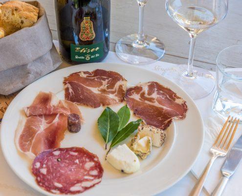 Leckere Verkostung im Weingut Gualdo del Re