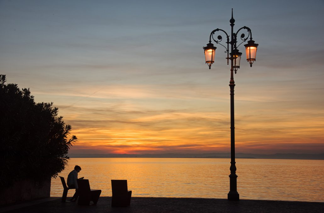 Italien, Lazise, Sonnenuntergang am Gardasee