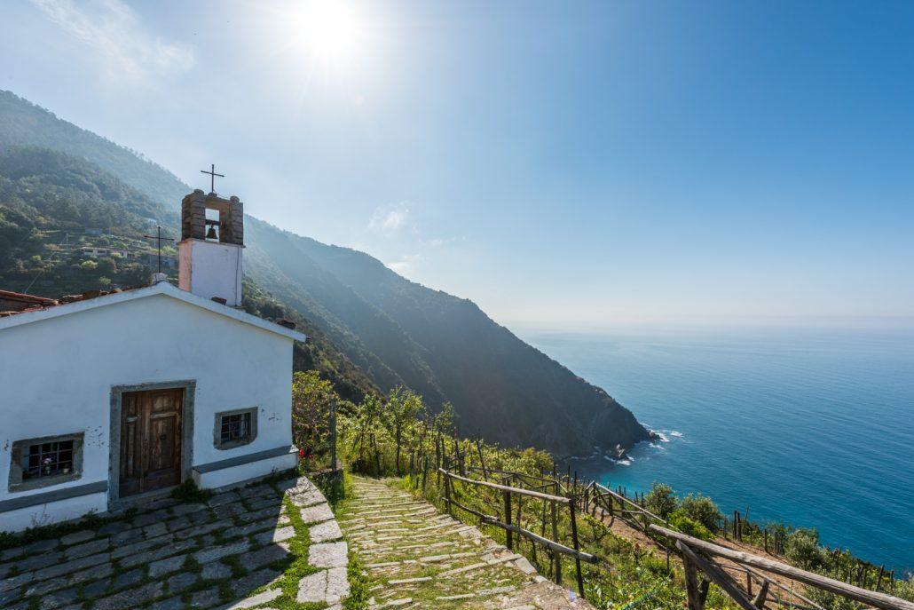 Etappe einer Wanderreise: die Kapelle der Schutzengel in den Cinque Terre