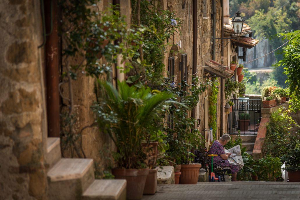 Wanderreise in der Maremma, eine Gasse in Pitigliano