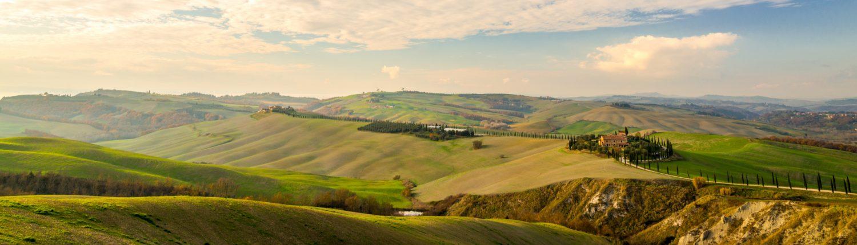 Wandern in der Toskana, unterwegs in einer Bilderbuchlandschaft