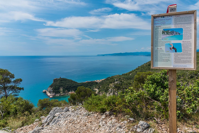 Wandweg bei Capo Noli und Varigotti in Westligurien an der Kueste