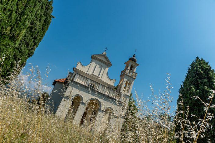 eine kleine Wallfahrtskirche im ligurischen Hinterland