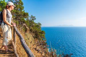 Wanderweg mit Meerblick bei Populonia
