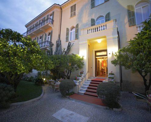 die Villa Elisa in Bordighera in den Abendstunden