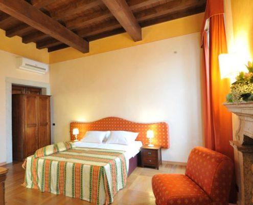Ein gemuetliches Zimmer in der Villa Cariola bei Verona