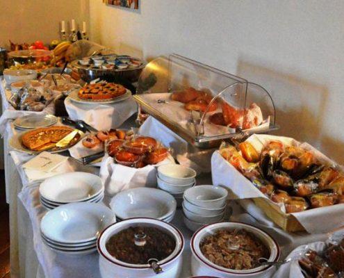 Fruehstuecksbuffet in der Villa Cariola