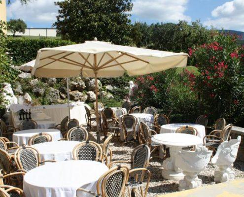 der gemuetliche Garten der Villa Cariola