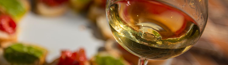 Weinverkostung mit Snacks in den Cinque Terre