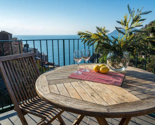 Die Terrasse der Ferienwohnung Casa Fregagia in Manarola mit Blick auf das ligurische Meer