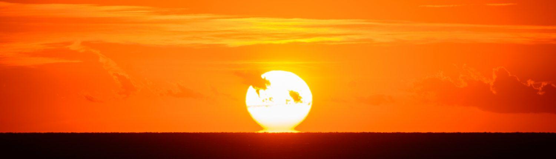 Sonnenuntergang über dem ligurischen Meer in Manarola