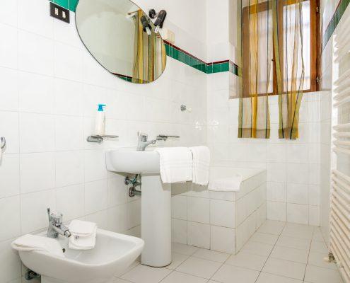 Das Badezimmer des Studio Lucio in Manarola mit Dusche