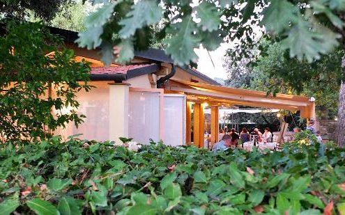 Weinverkostung im Keller von Gualdo del Re bei Suvereto