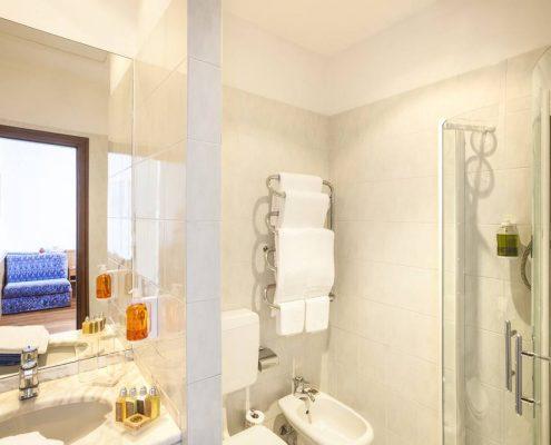 Ligurien, Blumenriviera, Hotel Villa Elisa, Badezimmer