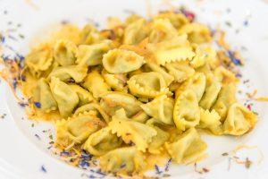 Hausgemachte Ravioli del plin, piemontesische Spezialität