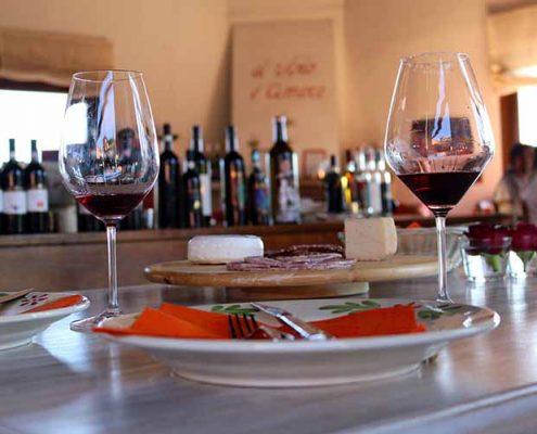 Weinverkostung in der Tenuta Tenaglia im Monferrato