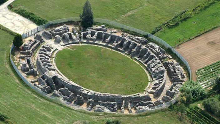 Das Amphitheater von Luni