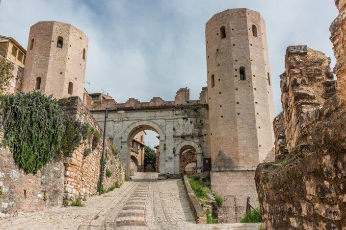 Das römische Stadttor von Spello