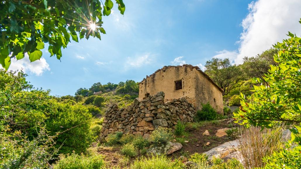 winzerhaus im Tal von Pomonte