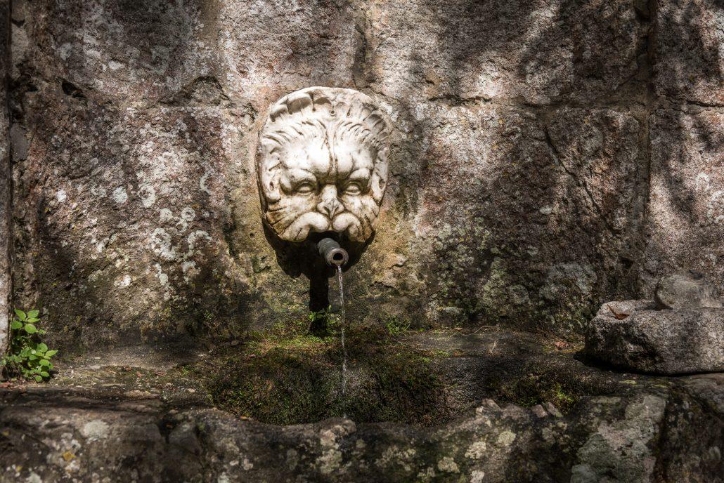 Brunnen an der Wallfahrtskirche bei Marciana Alta