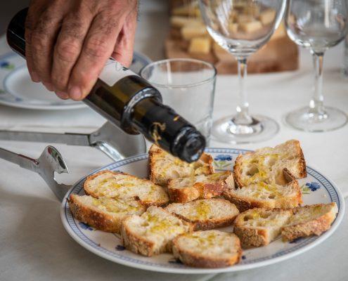 Olivenölverkostung im weingut Villa Dora in kampanien