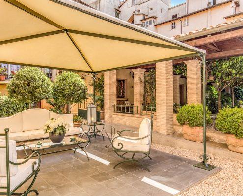 innenhof des hotel santa maria in rom