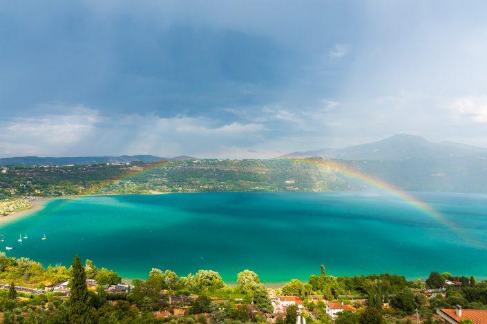 der albaner see mit regenbogen